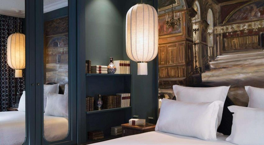 MID CENTURY CHARME: MONTE CRISTO HOTEL