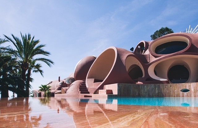 LOVAG'S ICONIC PALAIS BULLES